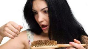बालों का झड़ने रोकने के आसान घरेलू उपचार, आज से ही अपनायें।