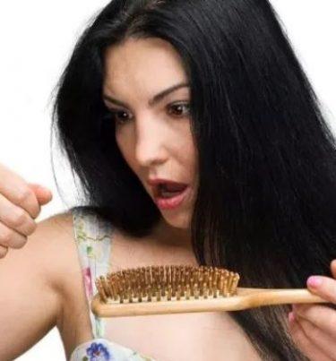 गर्मियों में बालों की केयर करने के टिप्स – Summer hair care tips in hindi.