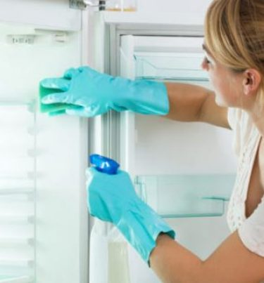 Fridge ki safai karne ka tarika : फ्रिज की सफाई करने के आसान घरेलू टिप्स।