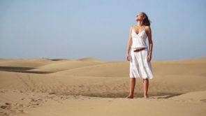 क्या आप भी गर्मियों के मौसम में त्वचा में टैंनिग की समस्या से रहतें हैं परेशान ?