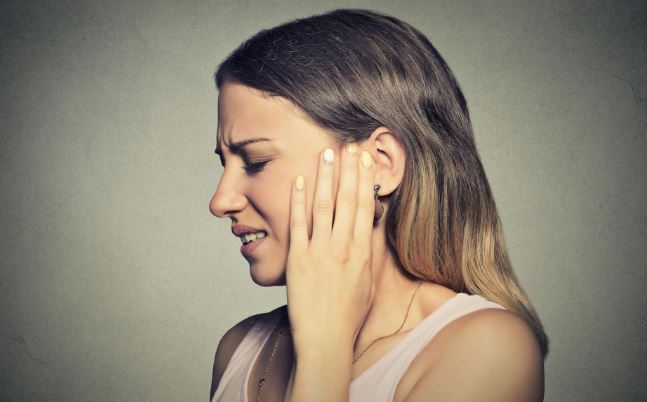 Causes of Ear Pain in Hindi