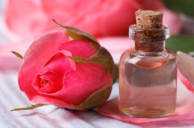 त्वचा गुलाब जल