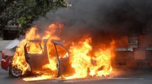 चलती कार में आग