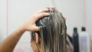 स्वस्थ और मजबूत बालों के लिए जरूर अपनाएं ये 5 होममेड हेयर मास्क।