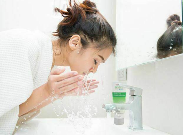 ठंडे पानी से चेहरा धोने