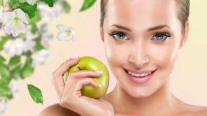 चेहरे पर ग्लो और निखार लाए सेब फेस पैक : Apple face pack