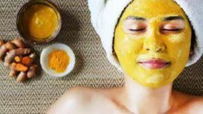 चेहरे पर हल्दी लगाने के फायदे (Chehre par haldi lagane ke fayde) – Turmeric benefits for face in hindi.