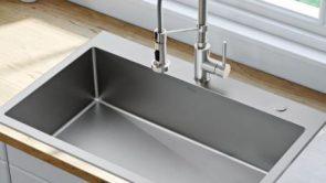 किचन सिंक के नीचे इन चीजों को नहीं करना चाहिए स्टोर – What not to store under your kitchen sink in hindi.