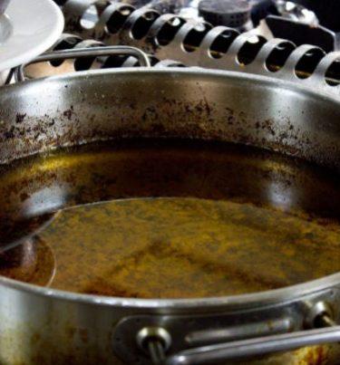 बचे हुए कुकिंग ऑयल को इस्तेमाल करने के टिप्स – Used cooking oil hacks in hindi.