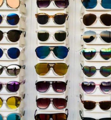 सनग्लासेस खरीदते समय किन बातों का रखें ध्यान : How to choose the best sunglasses in hindi.