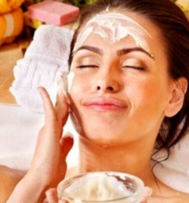 Curd face pack in hindi : त्वचा पर दही फेस पैक का प्रयोग करने का तरीका (Dahi face pack in hindi)